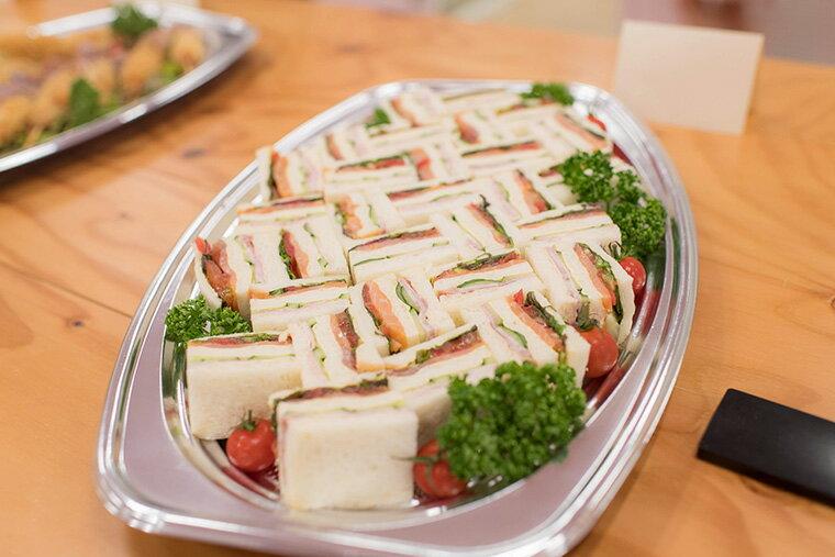 ASCノルウェー産スモークサーモンと自家製白金豚ハムのサンドイッチ
