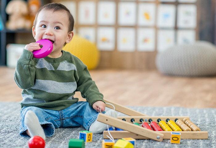 1歳向けの知育玩具12選!体も頭もスクスク育つ人気おもちゃを紹介