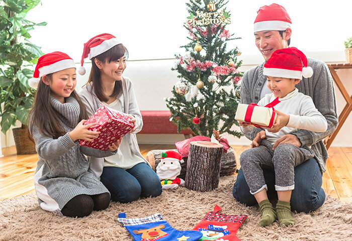 クリスマスプレゼントはいつ渡すべき?ベストなタイミングや渡し方のアイデアを紹介