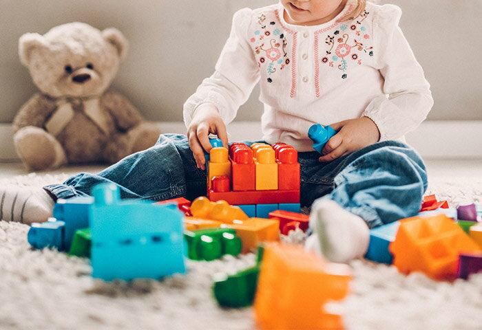 知育玩具(おもちゃ)を選ぶポイントは?0歳~小学生へのおすすめ商品も紹介!