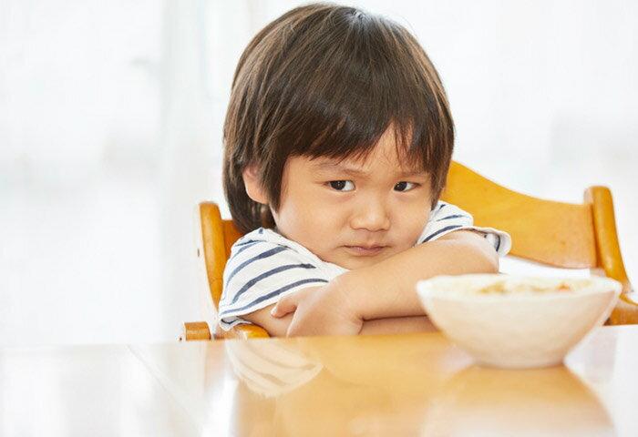 ご飯を食べない2歳児にイライラ!原因や対策を管理栄養士が解説