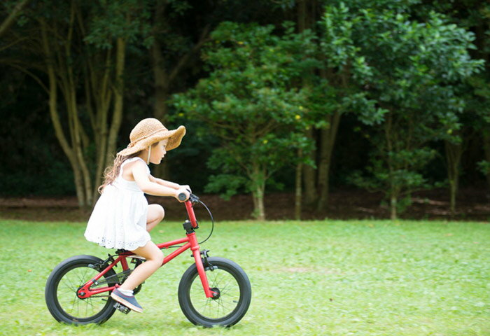 子どもが自転車に乗り始めるのは何歳から?上達のコツも紹介!