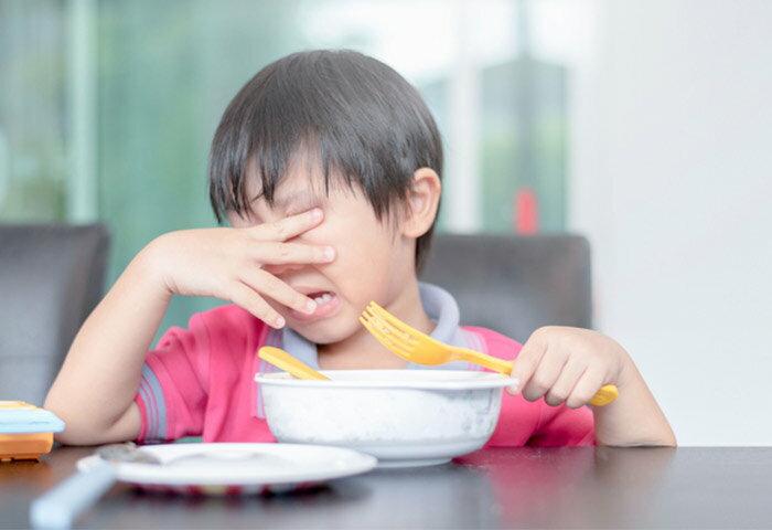 子どもがご飯を食べないのはなぜ?年齢別に原因と対策を解説【管理栄養士監修】