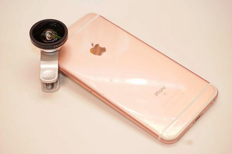 iPhone 6s PlusにOLLplus+ セルカレンズ 0.4×ワイドを装着したところ