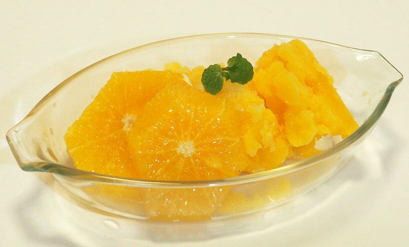 ジュースを入れて「シャーベット」ボタンを押すだけでシャーベットの出来上がり。自分で果物を絞って作れば、天然100%果汁の高級シャーベットも作れます