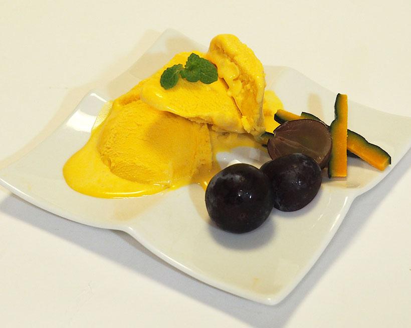 秋の代表的な味覚のひとつ「カボチャ」を使ったアイスクリーム。生クリームを使っていないのに濃厚な味を楽しめます