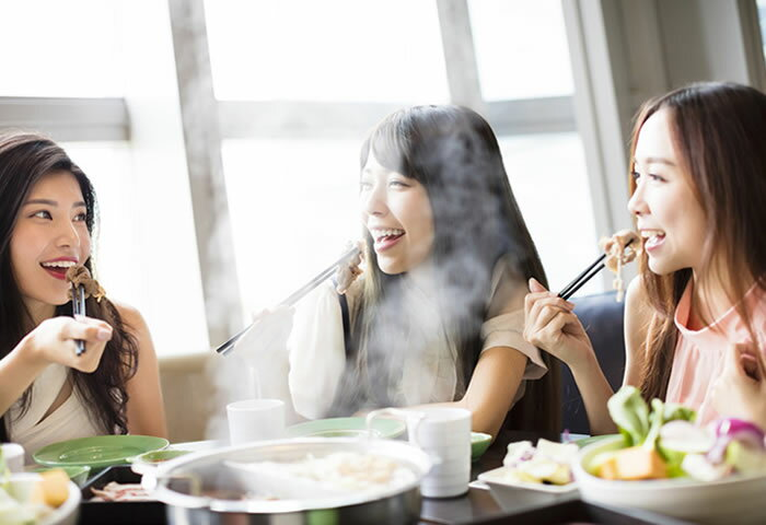 冬はみんなであったかい料理を囲んでみない? 手軽でおいしい「卓上調理家電」5選