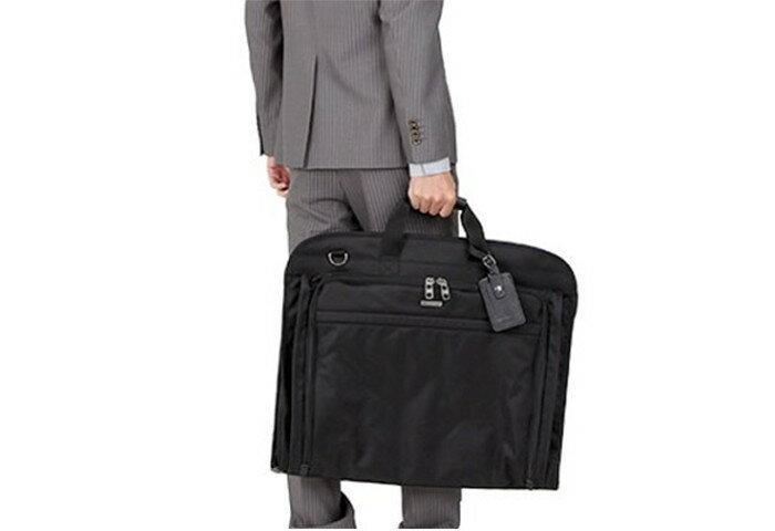 スーツにシワを付けず持ち運べる ビジネスシーン向けガーメントバッグ
