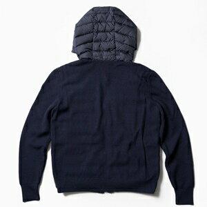後ろ身頃と袖はハイゲージのリブニット、前身頃とフードは高密度ナイロン+ダウンを使用。