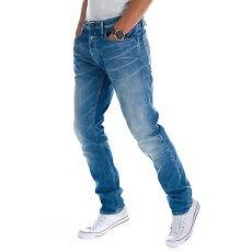 『デンハム』 のジーンズでリラックスカジュアルを完成