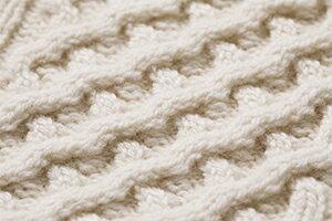 幾重にも重なった美しい編み。このボリューム感が高級感と防寒性を高めています。