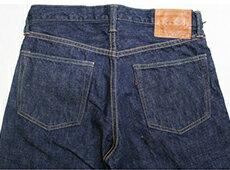 世界一と称されるジーンズとあわせて、大人カジュアルを演出。