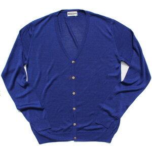 高い縫製技術とイタリアのセンスをふんだんに取り入れた物作りで人気のブランド「ブルチアーレ」のニット。向こうが透けて見えるほど薄手のカーディガンは、シルク100%ならではの光沢感と、しなやかで滑らかな肌触り。着心地も抜群です。白いシャツに羽織るだけで、美しいブルーが今年らしさを際立たせてくれる一着。