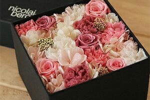 シンプルな箱で表現された お花が詰まった宝石箱