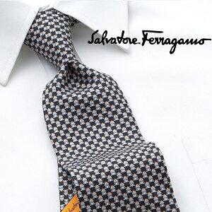 鮮やかなプリントで世界のファッション・シーンをリードする「フェラガモ」