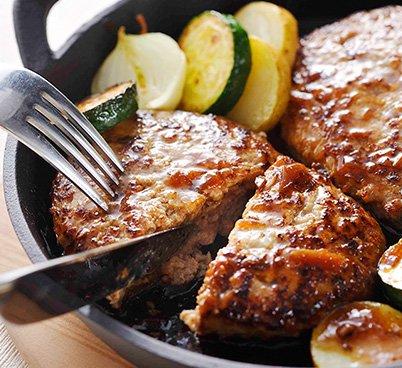 牛肉100%のハンバーグと黒トリュフソースセット