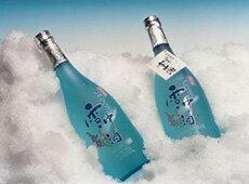 冬にしか味わえない「しぼりたて生酒」を夏に味わう雪中酒