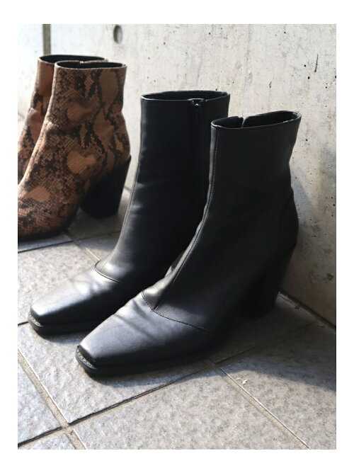 EDGE POINTED SHORT BOOTS