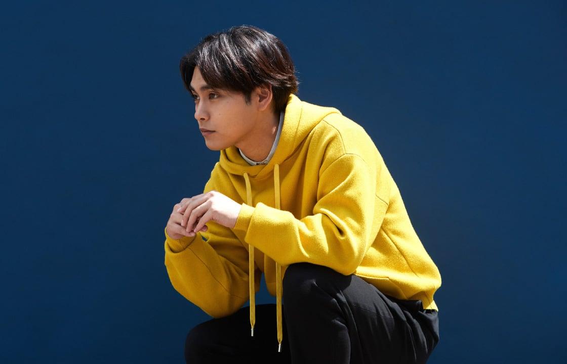 俳優・柳楽優弥が着こなすミニマリズムな初夏スタイル