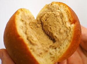 大豆パンのクリームパン