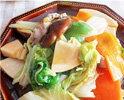 塩とレモンで食べる天ぷら、八宝菜。