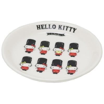 Hello Kitty London ミニプレート行進