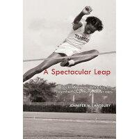 A Spectacular Leap: Black Women Athletes in Twentieth-Century America /UNIV OF ARKANSAS PR/Jennifer H. Lansbury